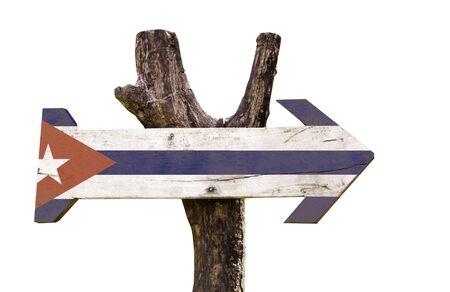 bandera de Cuba tablero de la muestra de madera sobre fondo blanco Foto de archivo