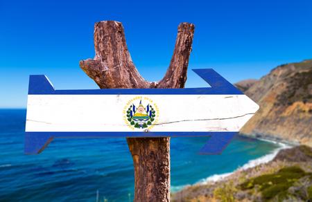 bandera de el salvador: signo El Salvador con el fondo al aire libre