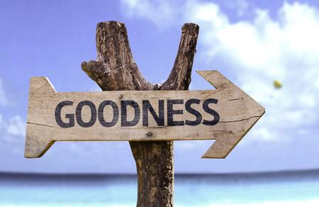 bondad: signo de la bondad con la flecha en el fondo de playa Foto de archivo