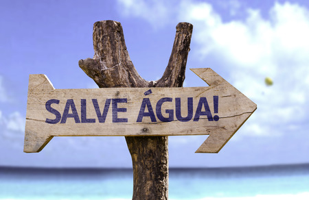 Salve agua! (save water! in Portuguese) sign with arrow on beach background