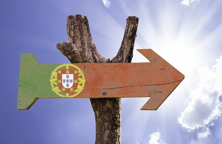 drapeau portugal: Portugal flag sign with arrow on sunny background Banque d'images