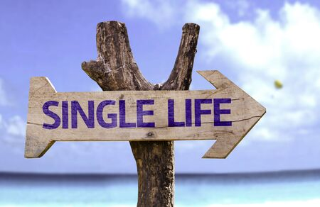 single word: Single life sign with arrow on beach background