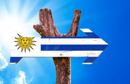 bandera de uruguay: signo de la bandera de Uruguay con la flecha en el fondo de sol