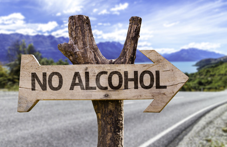 No alcohol sign with arrow on road background Foto de archivo
