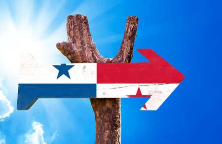 bandera panama: signo de la bandera de Panam� con la flecha en el fondo de sol