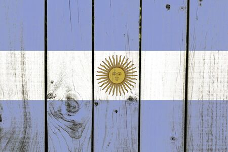 bandera argentina: bandera Argentina pintada en el fondo de madera