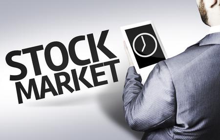 Homme d'affaires en faible angle de vue avec le texte: Bourse