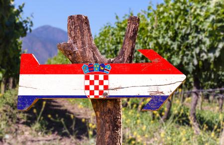 bandera croacia: Bandera de Croacia tablero de la muestra de madera en el parque