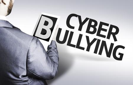 irrespeto: hombre de negocios en vista de ángulo bajo con el texto: El acoso cibernético Foto de archivo