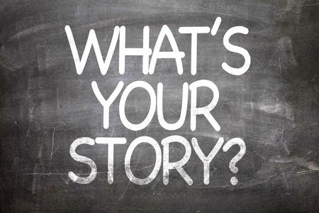 comunicaci�n escrita: Whats your story? written on blackboard Foto de archivo