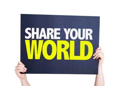 el mundo en tus manos: Tomados de la mano de cartón en el fondo blanco con el texto: permite compartir su mundo