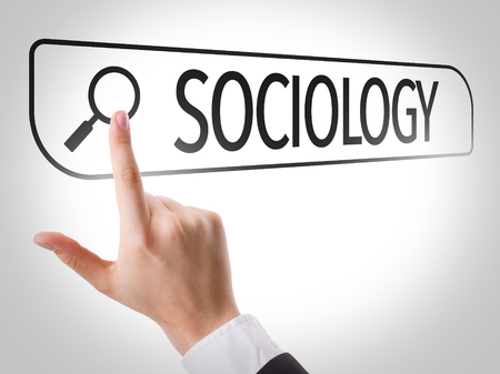 sociologia: Hand searching online on white background with text: Sociology