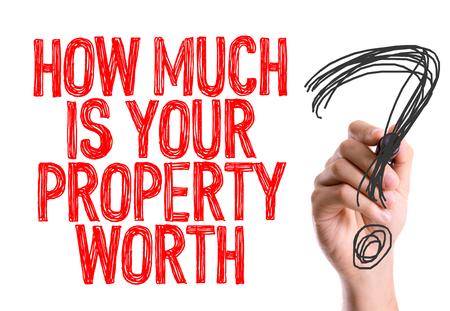 Wie viel ist Ihre Immobilie wert? mit einem Filzstift geschrieben Standard-Bild - 60488686
