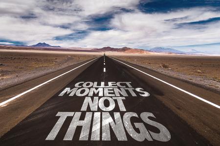 juntar: Recoger momentos no las cosas escritas en el camino