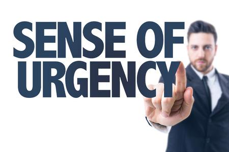 hombre de negocios que señala el texto: Sentido de urgencia Foto de archivo