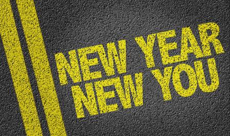 Text auf der Teerstraße: Neues Jahr Neues Sie