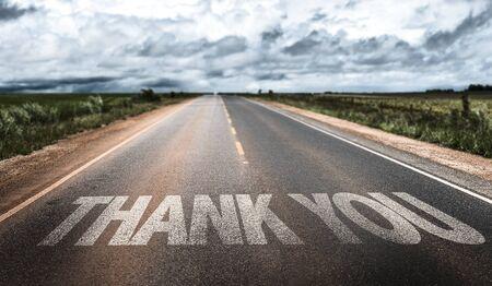 agradecimiento: Gracias por escrito en la carretera Foto de archivo