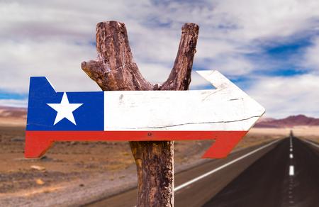flag of chile: signo de la bandera de Chile con la flecha en el fondo de carreteras
