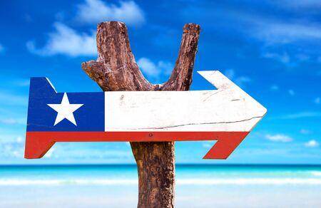 bandera de chile: signo de la bandera de Chile con la flecha en el fondo de playa