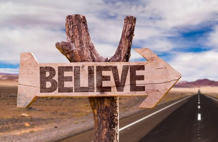 creer: Creer firmar con la flecha en el fondo del camino