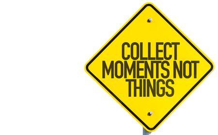recoger: Recoger momentos no cosas signo aislado sobre fondo blanco