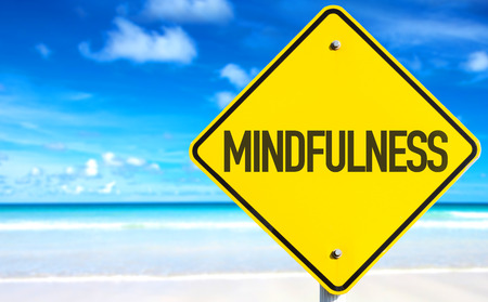 Mindfulness bord met strand achtergrond Stockfoto