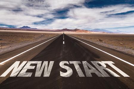 Nieuwe Start geschreven op woestijnweg