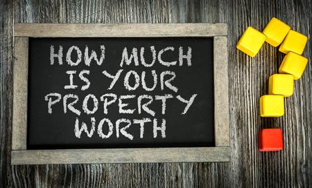 valor: ¿Cuánto vale su propiedad escrito en la pizarra