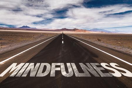 Mindfulness geschreven op woestijnweg