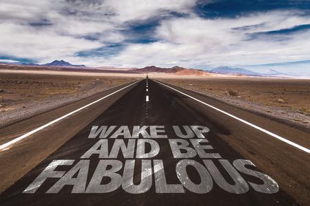 despertarse: Despertar y ser fabuloso escrito en el camino del desierto