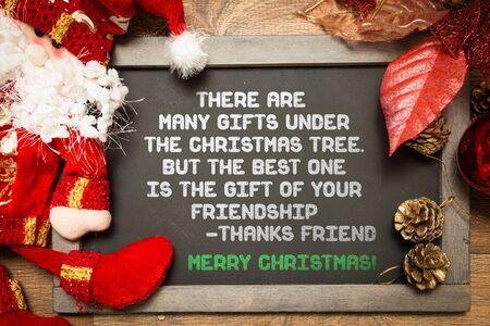 diciembre: Pizarra con el texto sobre la amistad en una imagen conceptual de navidad Foto de archivo