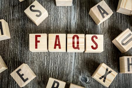 cognicion: Bloques de madera con el texto: Preguntas frecuentes