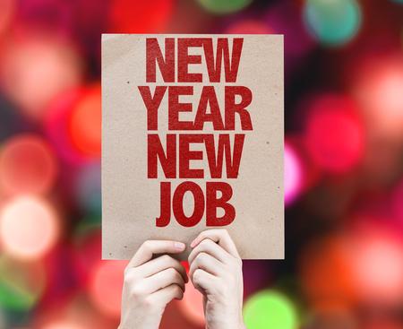 Hände halten Karton auf Bokeh Hintergrund mit Text: Neues Jahr neuer Job Lizenzfreie Bilder