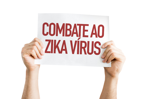 Hands holding cardboard on white background with text: Combate ao zika virus (against Zika virus in Portuguese)