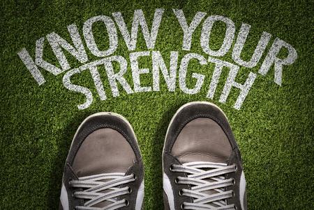 Text auf Feld mit Schuhhintergrund: Kennen Sie Ihre Stärke