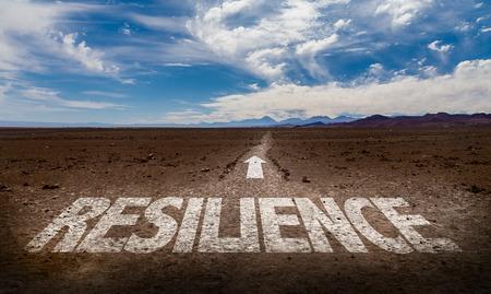 Resilienza scritto sul deserto sfondo Archivio Fotografico - 65024717
