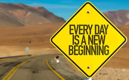 Elke dag is een nieuw begin bord met woestijn achtergrond Stockfoto