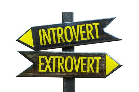 Signo introvertido / extrovertido con flecha sobre fondo blanco