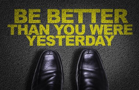Business shoes on the floor with the words Be Better Than You Were Yesterday Banque d'images