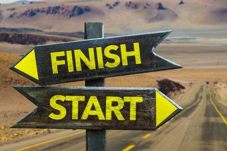 Finish or start signage on a highway Foto de archivo - 129783823