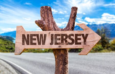 New Jersey wooden signage with highway background Foto de archivo - 129783848