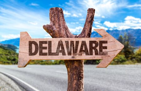 Delaware wooden signage on a highway Foto de archivo - 129783902