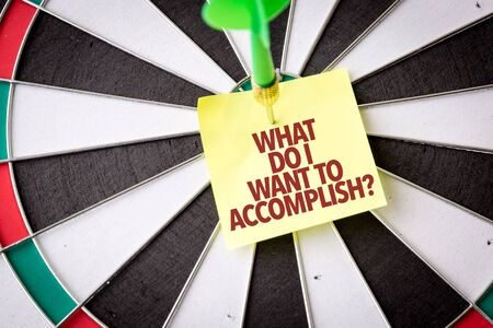 Dart with the words What Do I Want To Accomplish Stock fotó