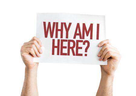"""Person, die ein Plakat mit dem Wort """"Warum bin ich hier"""" hält"""