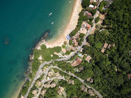 Top view of Praia do Curral (Curral Beach) in Ilhabela, Sao Paulo, Brazil Archivio Fotografico