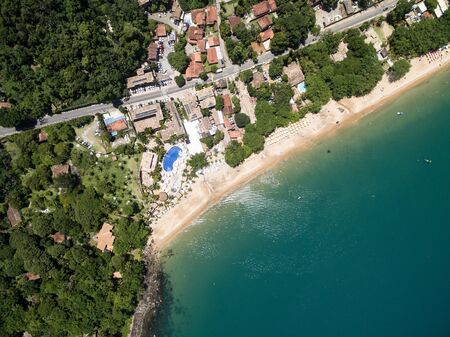 Top view of Praia do Curral (Curral Beach) in Ilhabela, Sao Paulo, Brazil Archivio Fotografico