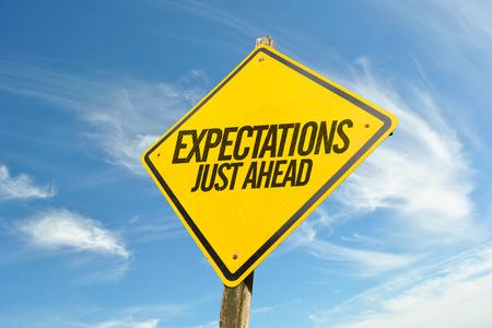 Expectativas Just Ahead señal de tráfico