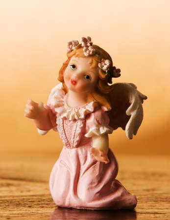 angelical: Kneeling angel figurine