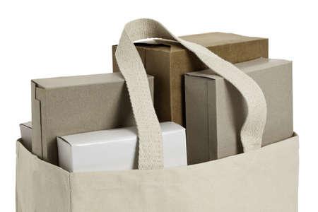 Doek boodschappentas met diverse kartonnen dozen. ProPhotoRGB kleurruimte, het knippen inbegrepen weg Stockfoto