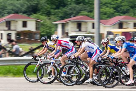andando en bicicleta: Maykop Rusia 6 de junio: carrera ciclista Internacional de la Mujer